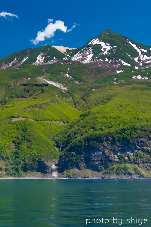 硫黄岳とカムイワッカの滝